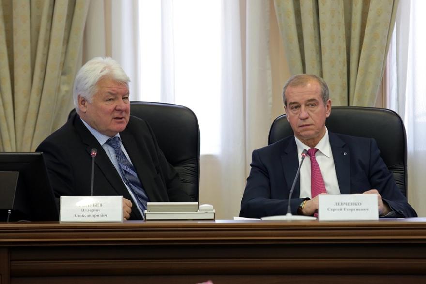 Заместитель председателя правления ПАО «Газпром» Валерий Голубев и губернатор Сергей Левченко