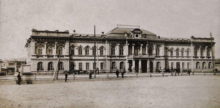 Городская дума. Архитектор В.А. Рассушин, постройка 1895 года. фотограф Густава Энне. 1918 год