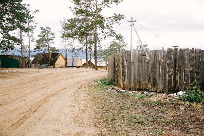 Мусор разносится ветром по поселку. Фото из архива IRK.ru