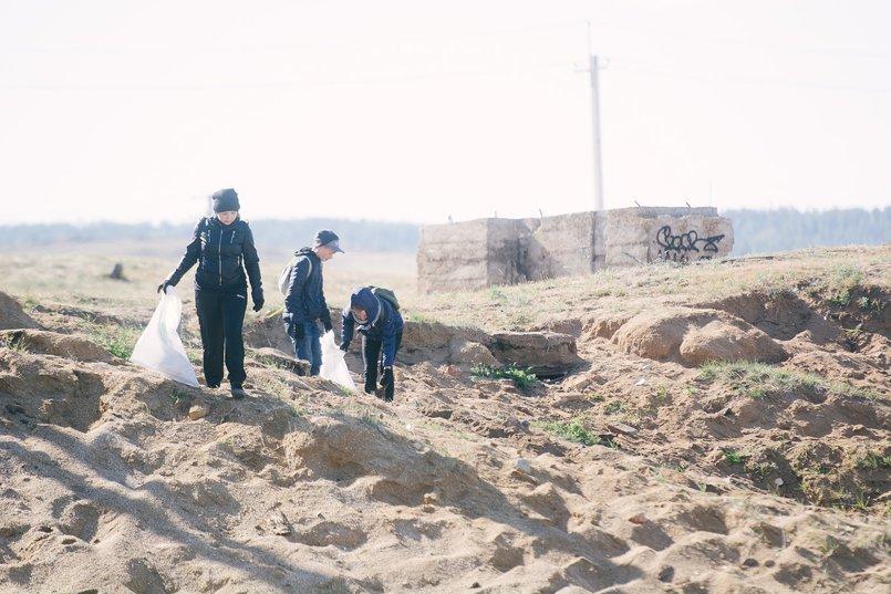 Остров регулярно убирают волонтеры и дети из местной школы
