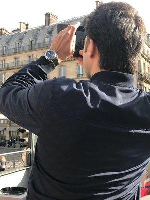 Когда Богу на небе скучно, он открывает окно и смотрит на парижские бульвары.
