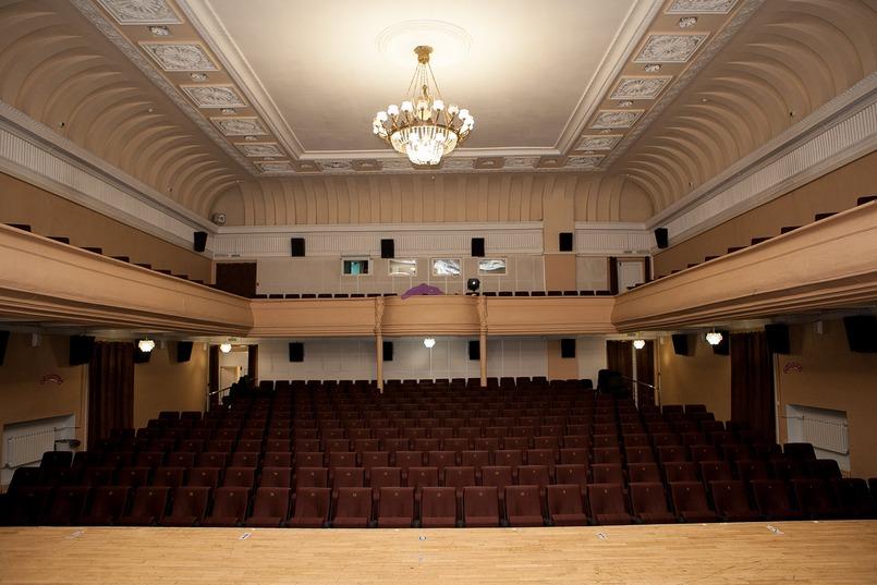 В 1950-х годах в здании сделали ремонт и заменили потолочную роспись на лепнину