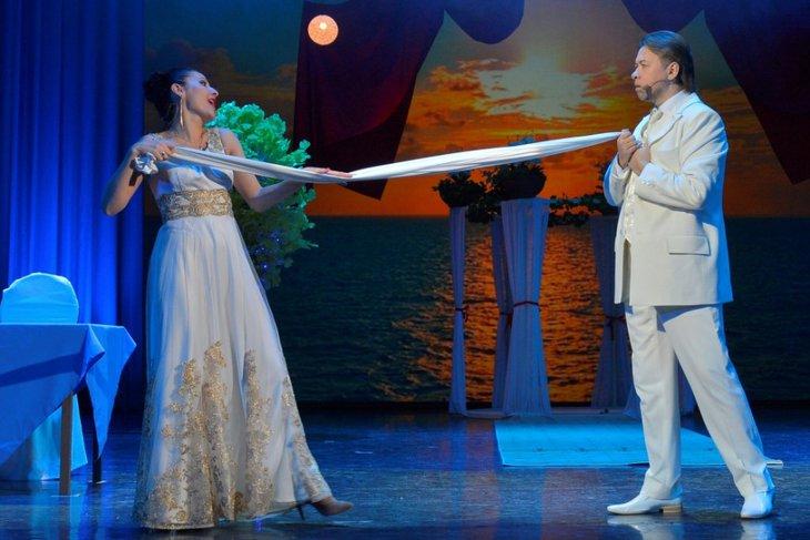 Сцена из спектакля «Crazy dance, или Пять свадеб в один день». Фото с сайта www.imt38.ru
