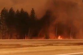 Движение на трассе под Иркутском затруднено из-за дыма от лесного пожара