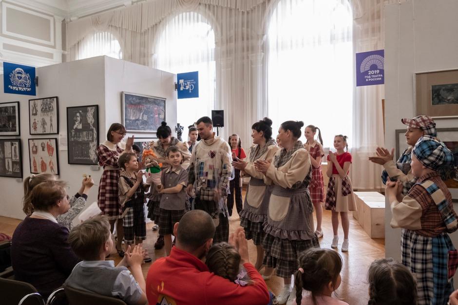 В Иркутском художественном музее посетителей ждала театрализованная программа. Автор фото — Валерий Юдин.