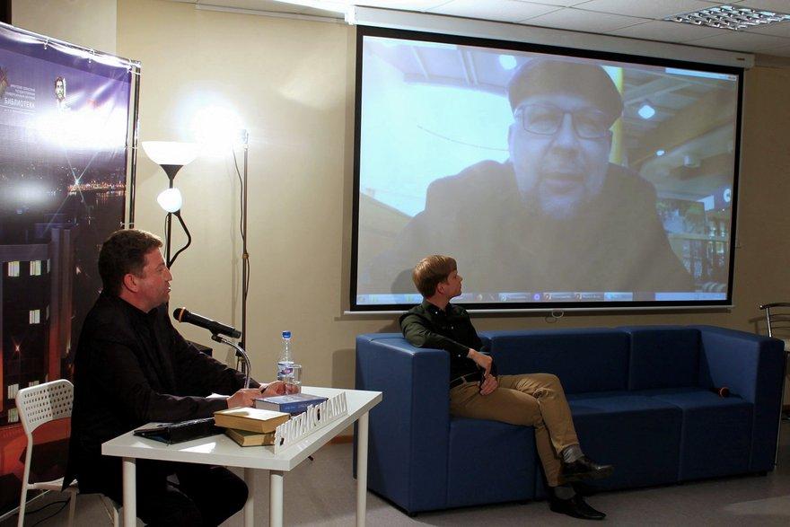 Сергей Шмидт задает вопросы виртуальному гостю