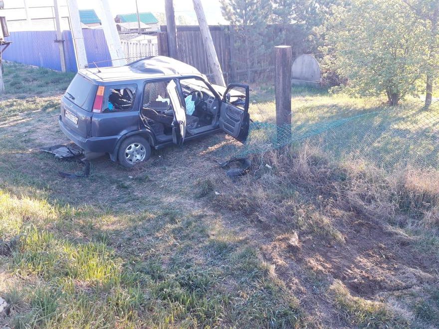Lевушка на Honda CR-V не справилась с управлением и врезалась в столб