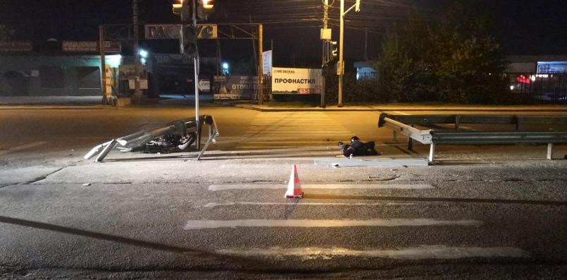 Водитель мотоцикла Honda врезался в ограждение и скончался на месте