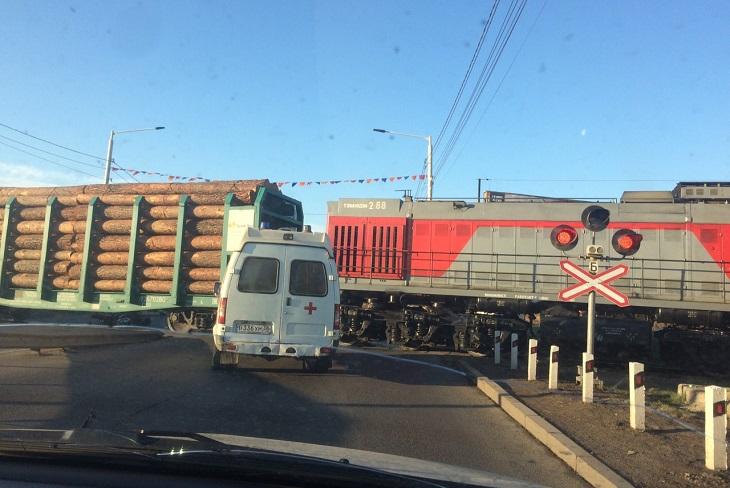 Мотоцикла столкнулся с грузовым поездом