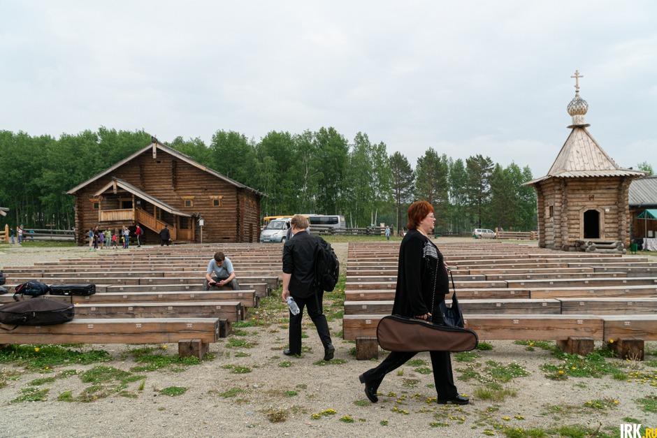 Музыканты приехали в «Тальцы» за несколько часов до концерта, чтобы настроиться.