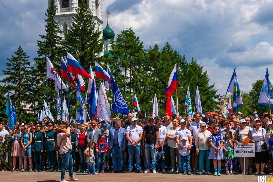12 июня на площади у мемориала «Вечный огонь» состоялся митинг, посвящённый Дню России.
