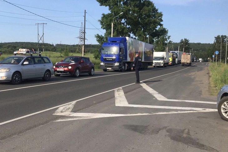 """Холбооны """"Сибирь"""" автозамын хэсэгт ачааны машины хөдөлгөөнийг хязгаарлажээ..."""