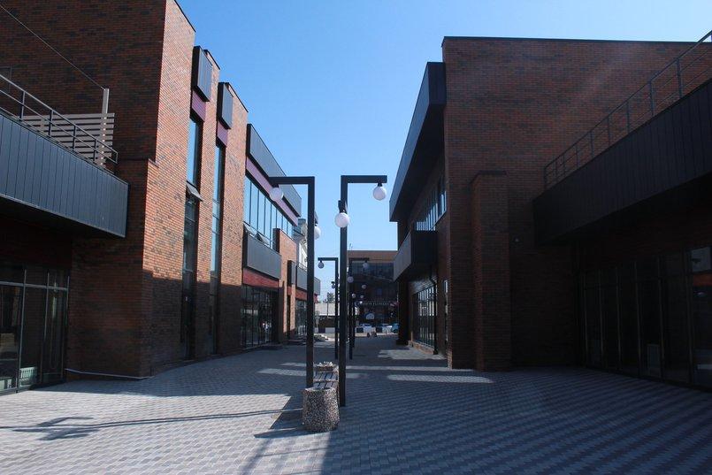 Пешеходная улица внутри квартала