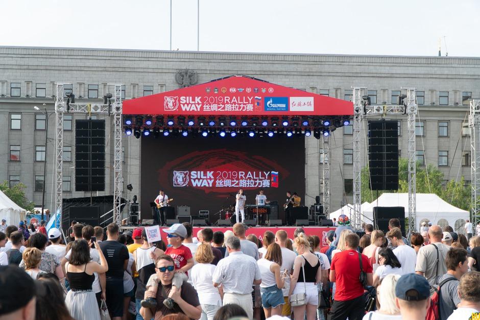Для зрителей была предусмотрена концертная программа.