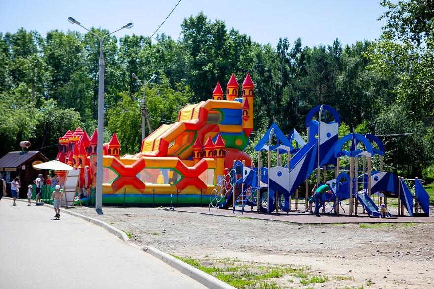 Батутный парк и детская площадка