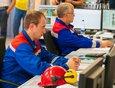 Круглосуточно сотрудники следят за работой всех гидроагрегатов и чтобы ГЭС постоянно выдавала заданную мощность.