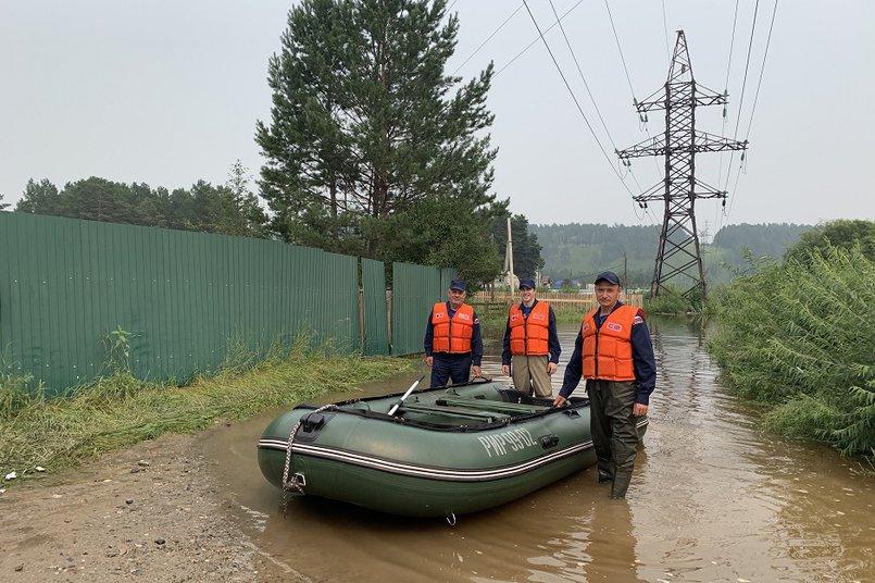 Сотрудники профессионального муниципального аварийно-спасательного формирования Шелехова