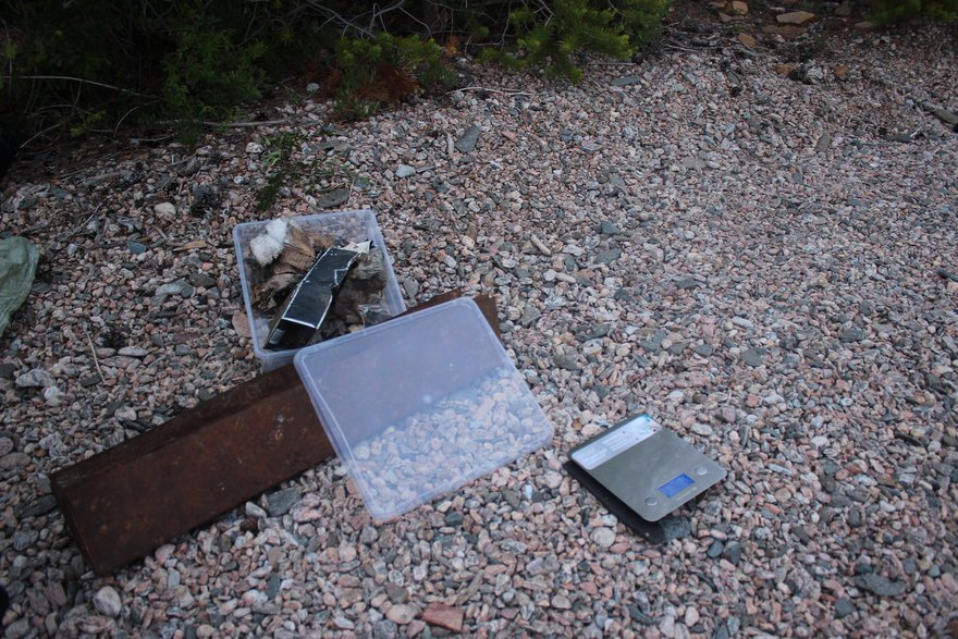 Найденный мусор сортируется на категории и взвешивается