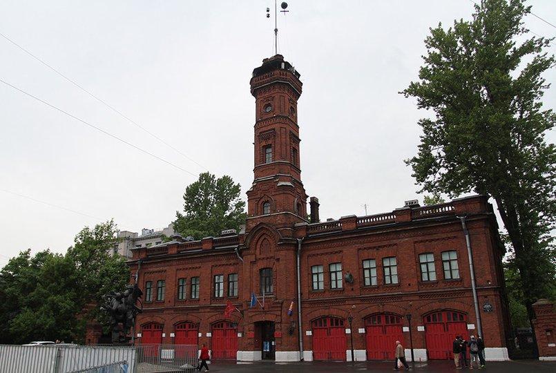 Пожарное депо в Санкт Петербурге. Фото voldema.livejournal.com