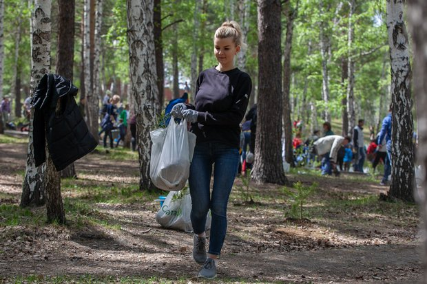 На экологической акции «Посади дерево — подари планете жизнь»