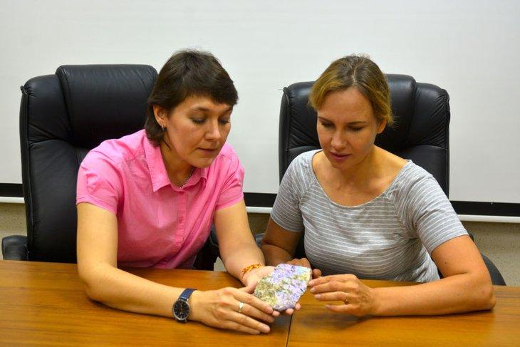 Екатерина Канева и Татьяна Радомская. Фото пресс-службы ИРНИТУ