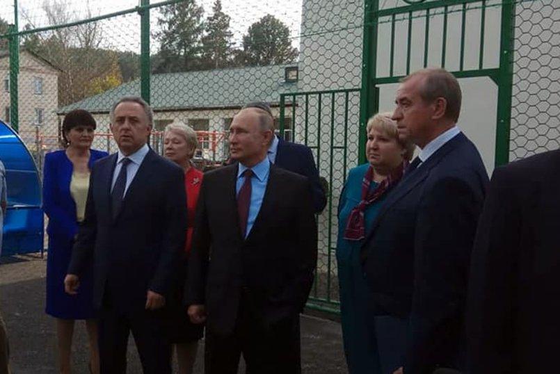 Визит президента в школу. Фото со страницы Сергея Левченко в «Фейсбуке»