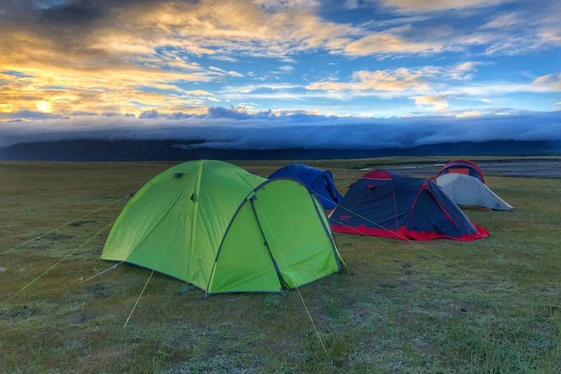 Наш гость встал часа в четыре, очень тихо собрал свою палатку и ушёл