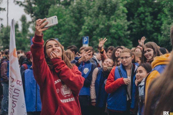 Студенты на параде. Автор фото — Геннадий Кноп