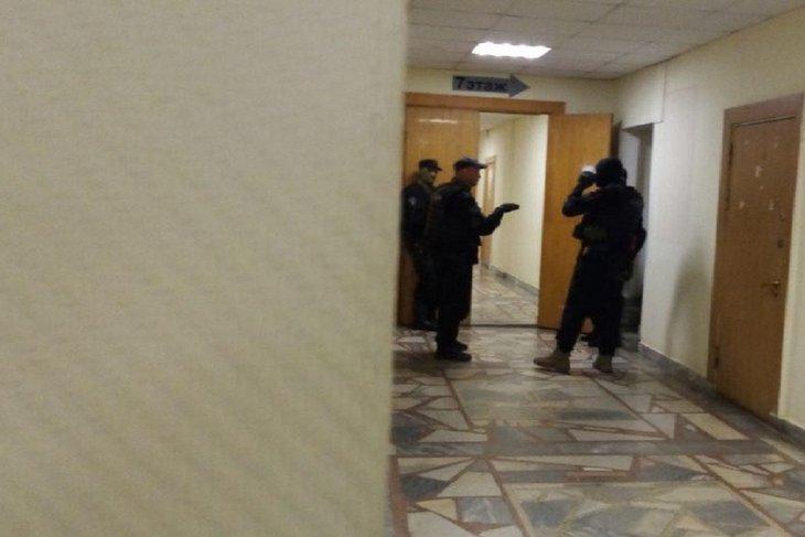 Обыск в Екатеринбурге. Фото с сайта www.e1.ru