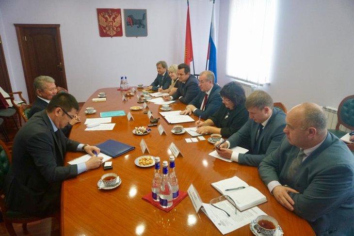 На встрече. Фото пресс-службы правительства Иркутской области