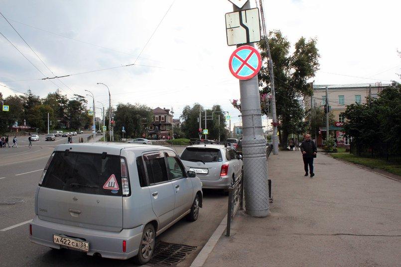 Знак о том, что парковка запрещена, не останавливает водителей
