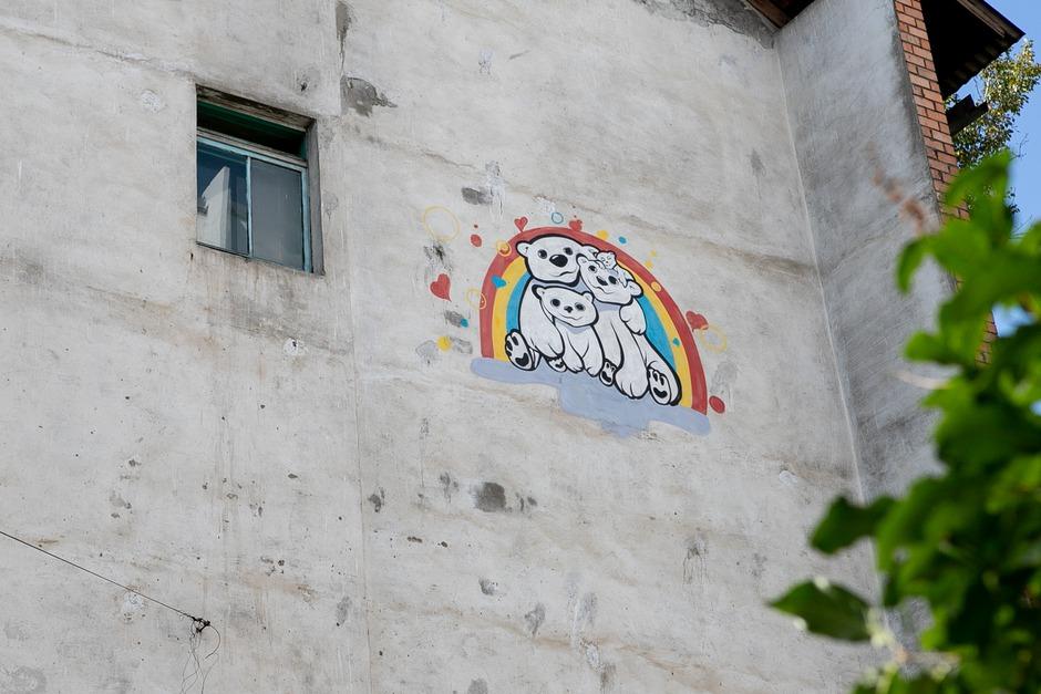 Стена на Байкальской, 243