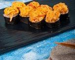 Запеченный ролл из семги в соусе спайси краб