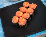 Запеченный ролл с креветкой под лава соусом