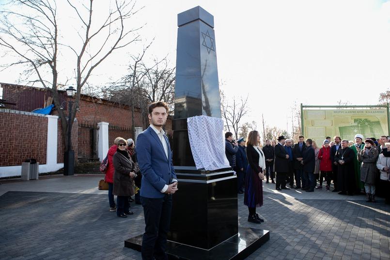 Памятник евреям-иркутянам. Это точная копия монумента, поставленного на этом же кладбище в 1898 году