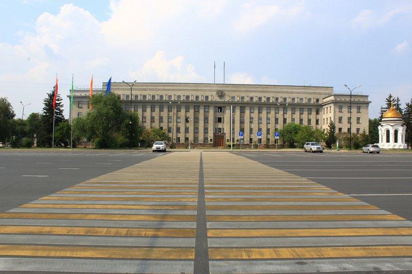Пешеходный переход к зданию правительства Иркутской области