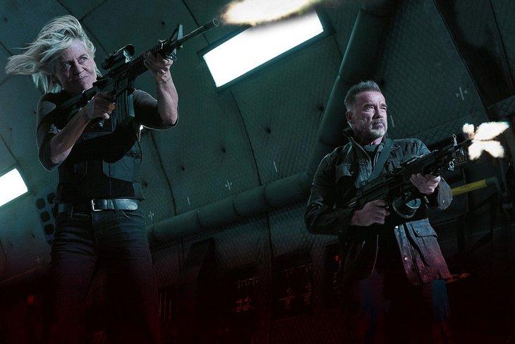 С Шварценеггером они выходят на тропу войны с посланцем злодейского искусственного интеллекта из грядущего, чье имя – Легион