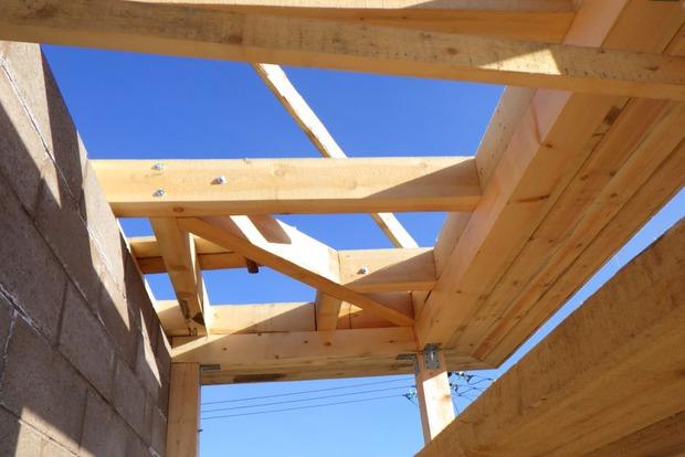 С большим трудом нашли достойный пиломатериал для стропильной системы крыши дома