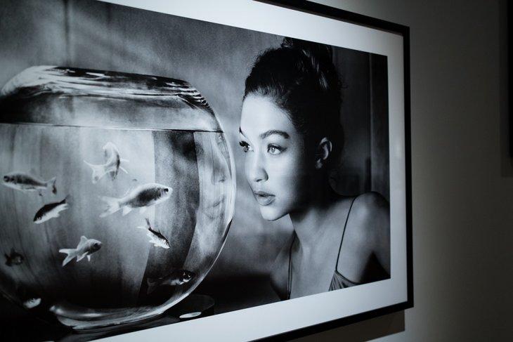 Выставка «Мечты. Календарь Pirelli». Фото предоставлено пресс-службой галереи Виктора Бронштейна