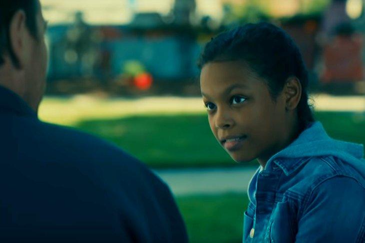 Однажды с Дэнни выходит на телепатическую связь 13-летняя «сияющая» Абра и сообщает, что ее разыскивает банда жутких нелюдей. Скриншот с www.youtube.com