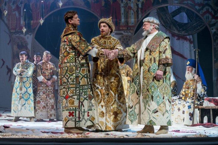 Сцена из спектакля «Царь Федор Иоаннович». Фото с сайта www.dramteatr.ru