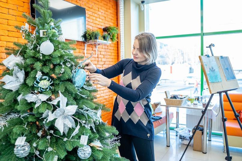 Оксана Будникова провела мастер-класс по декору елки