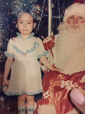 В детстве я была снежинкой, о чем красноречиво говорит корона на голове)