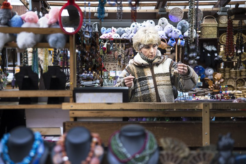 На рынке в Листвянке