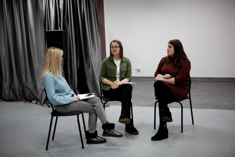 Журналист IRK.ru Виктория Чистякова с Надеждой Аксаментовой и Екатериной Грук