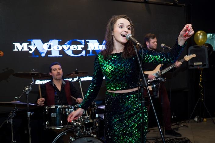 Выступление музыкальной группы МСМ на открытии ресторана
