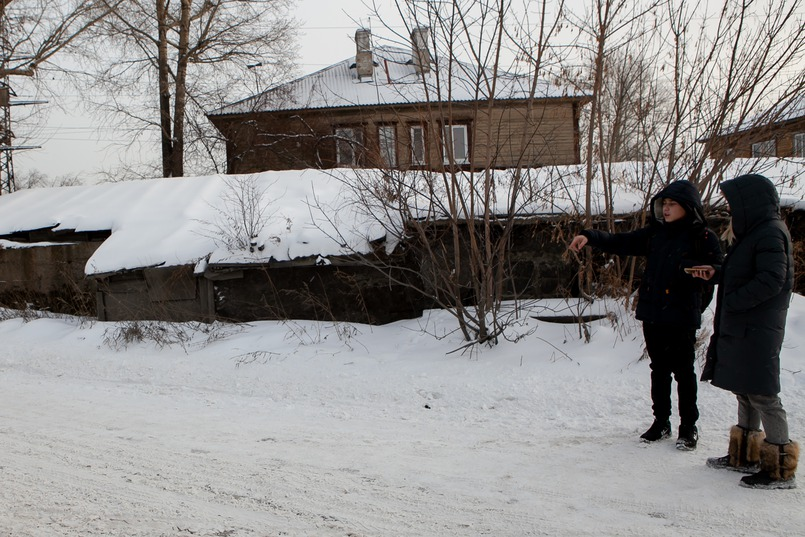 Молодой человек шел своим обычным маршрутом по улице Новаторов и завернул на узкую улицу с торговыми складами и частным сектором