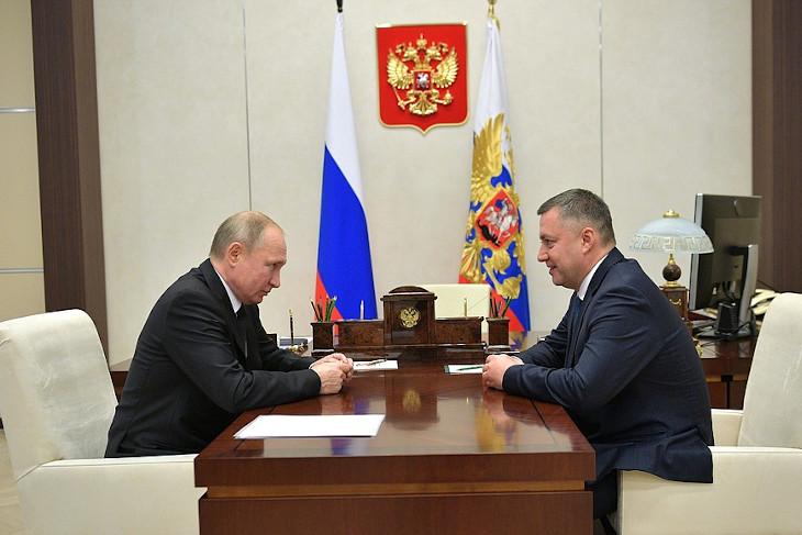 Владимир Путин и Игорь Кобзев. Фото пресс-службы Кремля