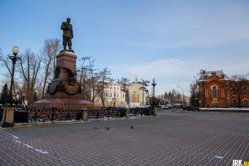 Площадь у памятника Александру Третьему