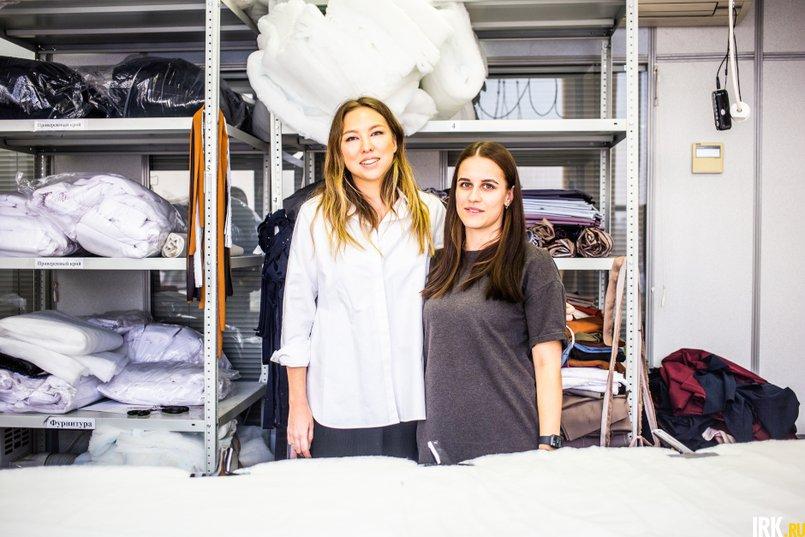 Мария Ким с директором швейного производства Анастасией Апхановой